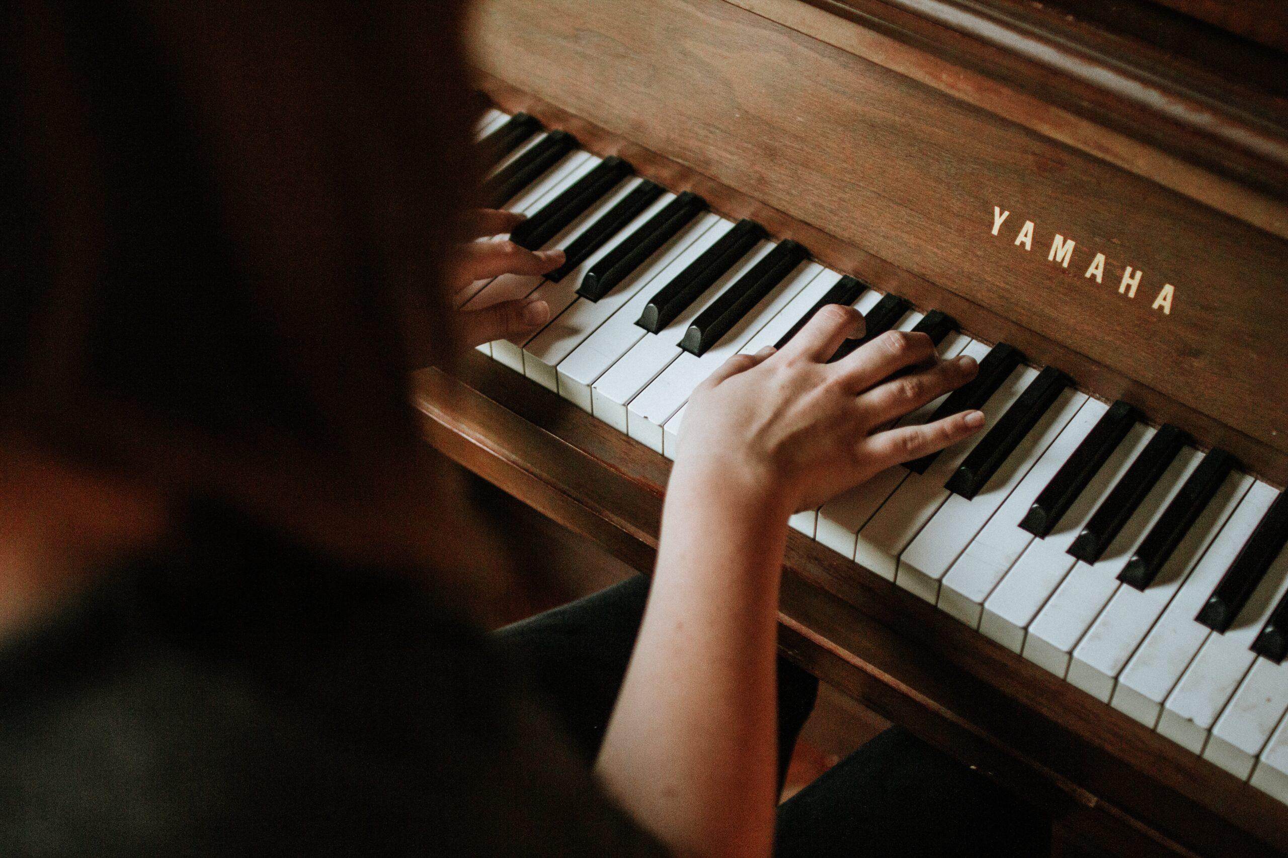 Klavier spielen lernen: So klappt es mit dem Pianospielen